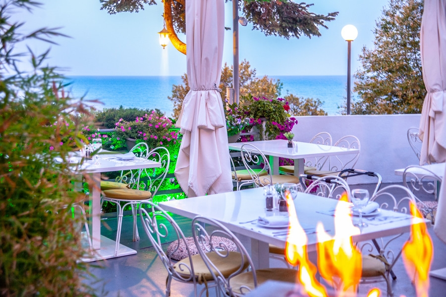 restaurants Stomio beach Larissa