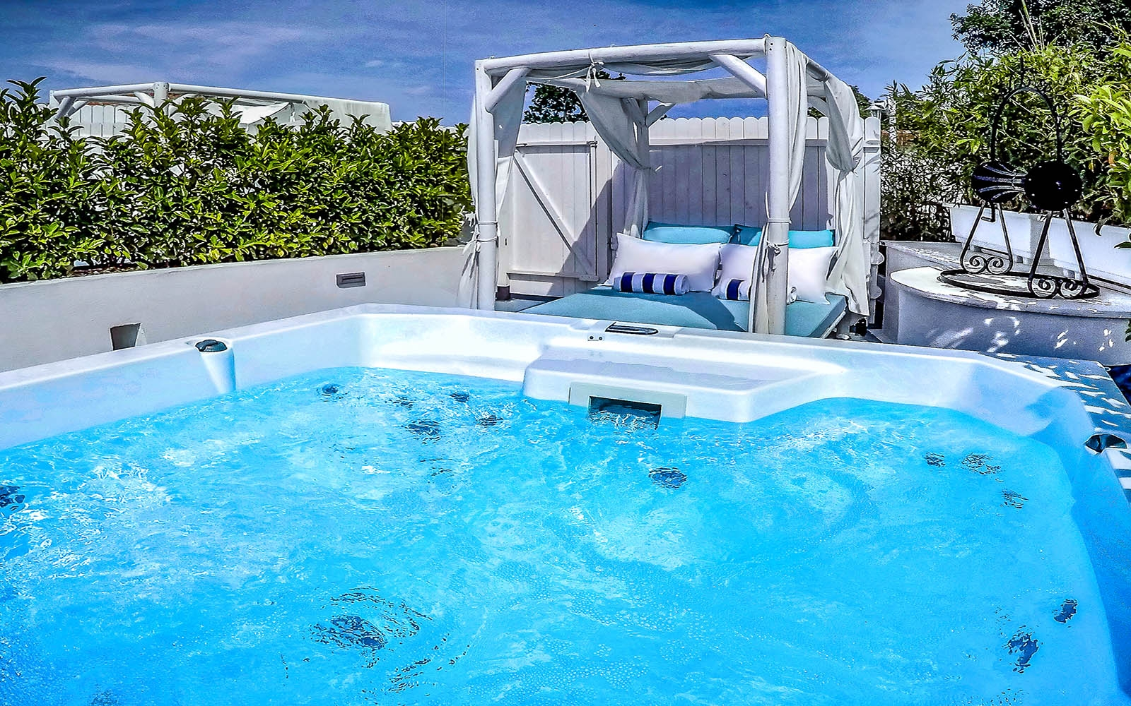 PREMIUM SPA SUITE with Private Sauna - Hot Tub - Rooftop Garden - Heated Mini Pool - Side Sea View
