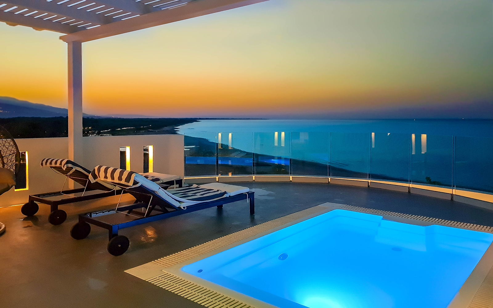 AQUA SUITE with Heated Mini Pool and Private Garden and Sea View